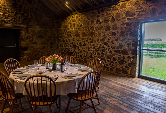 Stanley, Australia: The dining table awaits in the Highfield Historic Site threshing barn.