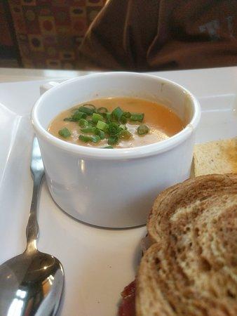 Vernon Hills, إلينوي: Choose 2 half sandwich and soup