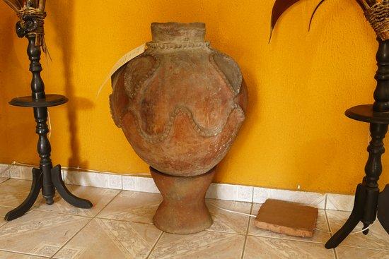 uma jarra indígena, o objeto mais antigo do museu ( 1830 )