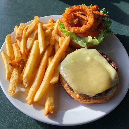 Mount Washington, แคนาดา: Ted's Burger With Fries