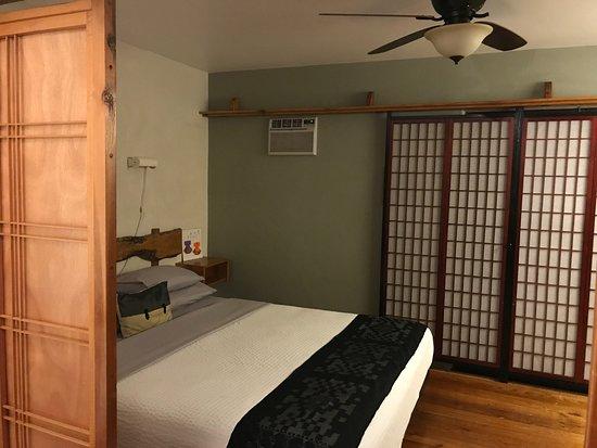 Les Artistes: bedroom