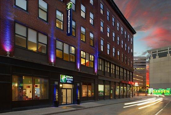Holiday Inn Express & Suites Boston Garden Hotel