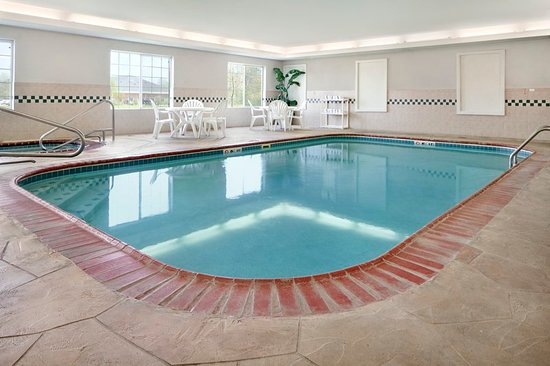 Country Inn & Suites by Radisson, Michigan City, IN: Pool