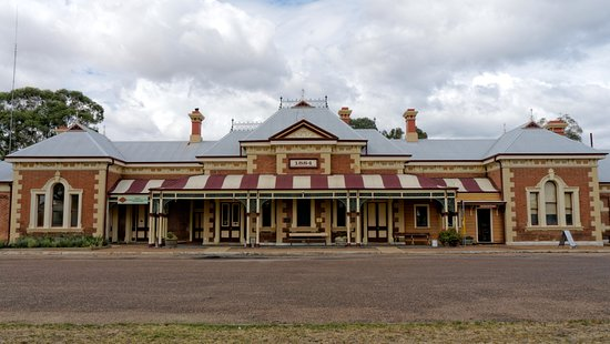 Arts and Crafts Mudgee: Building Frontage