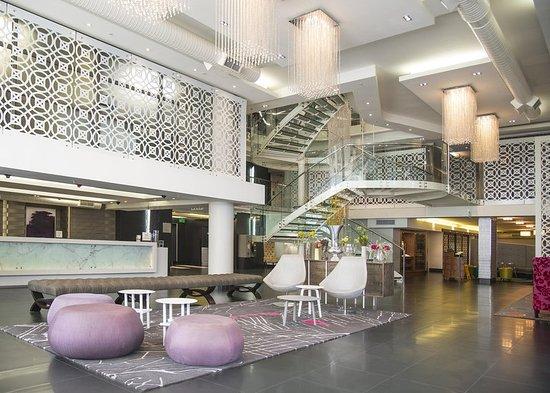 DoubleTree by Hilton Cape Town - Upper Eastside: Lobby