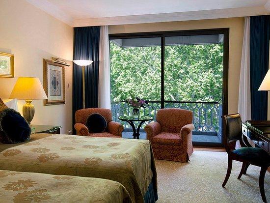 Ciragan Palace Kempinski Istanbul: Guest room