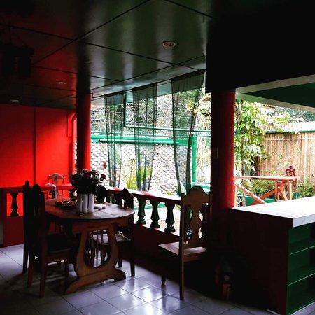 Lava Lizard Piano Diner