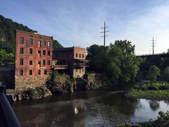 Little Falls, NY: View of canal across the street from the inn