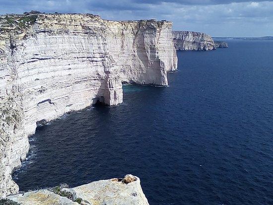 Munxar, Malta: Vue du point de vue sur Sannap Cliffs. Magnifique et impressionnant !