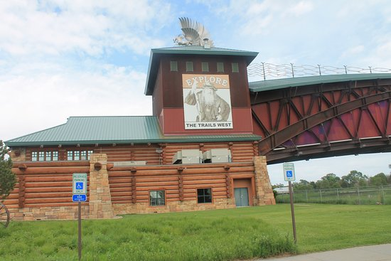 Great Platte River Road Archway Monument: the archway