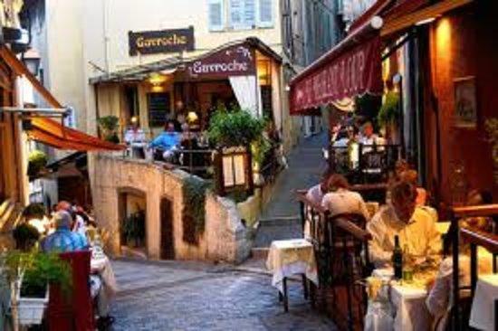 Hotel Athenee Cannes: les ruelles du Suquet Cannes