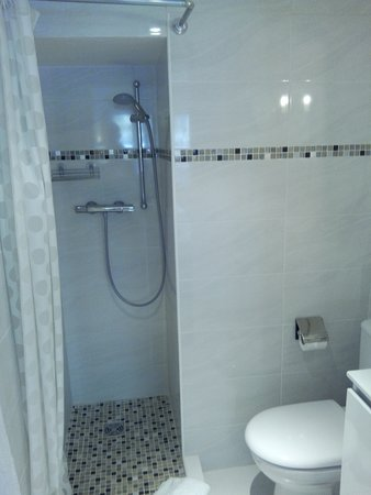 Hotel Athenee Cannes: douche