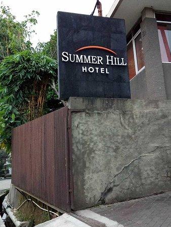 Summer Hill Private Villas Hotel & Conference: pintu gerbang hotel