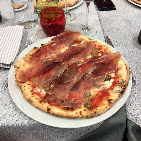 Pizza molto buona✌🏻