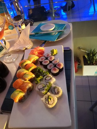 Catch 22 Beachside Grille & Bar: Sushi - out of this world!