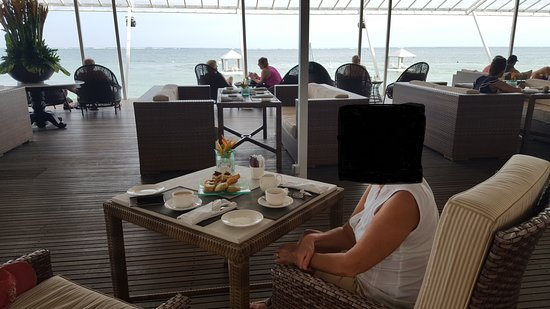Beach Club Restaurant: View out over the bay of Sanur