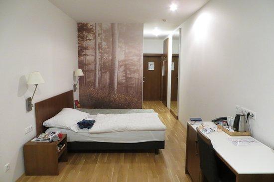 BENEDIKTUSHAUS IM SCHOTTENSTIFT: 3rd floor room