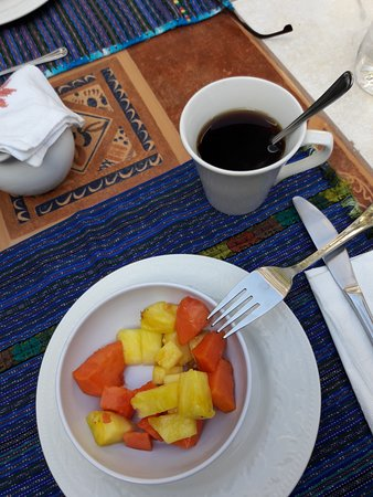 La Villa Serena: Breakfast fruit and coffee