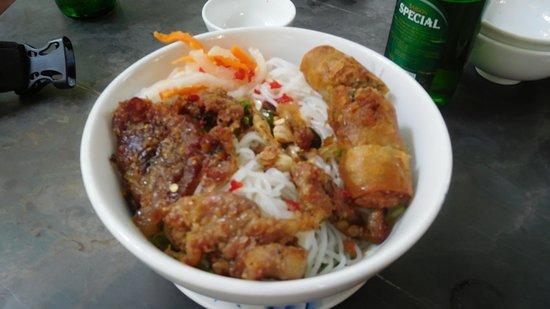 Quan An Ngon : Noodle bowl