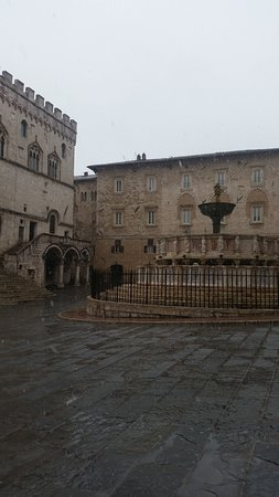 Piazza iv novembre perugia all you need to know before for Arredare milano piazza iv novembre