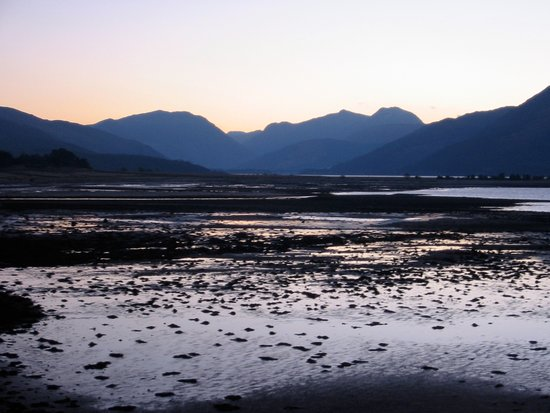 Ardgour, UK: Glen Coe from the Beach.