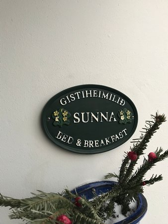 Guesthouse Sunna: Big white building, look for this by their front door