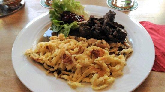 Neubulach, Jerman: gulasch di cervo