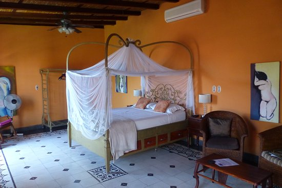 Casa Cubana: Please ignore the other bedroom photgraph attached to our review it is another Hotel in Matagalp
