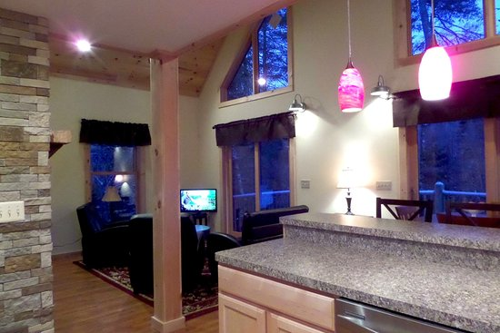 Stony Creek, NY: Living room area of the four bedroom chalet.