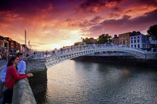 Dublin's Ha'penny Bridge at sunset. Photot provided by Tourism Ireland