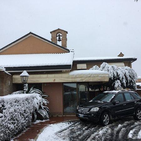 Hotel Piccolo Borgo sotto la neve spettacolo vero