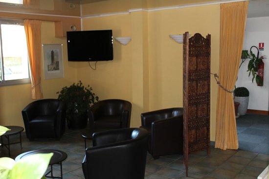 hotel hexagone ch teau thierry france voir les tarifs 56 avis et 57 photos. Black Bedroom Furniture Sets. Home Design Ideas