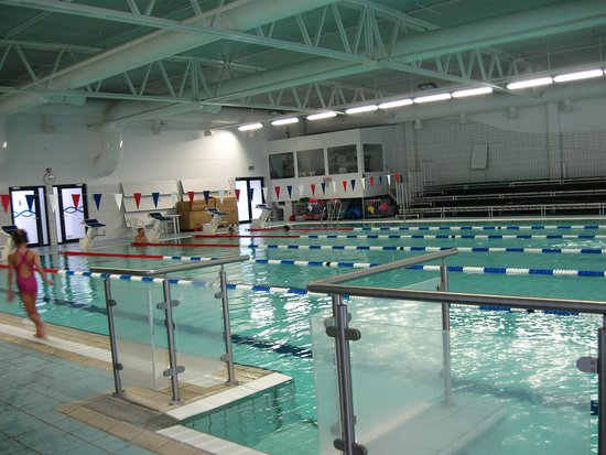 Kopavogur, Islandia: Indoor Pool, one of two large ones and many small ones