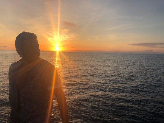 Espanola, Ισημερινός: Puesta de sol en el catamarán de Planet Ocean