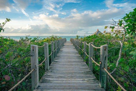 COMO Parrot Cay, Turks and Caicos: Deck to the beach.