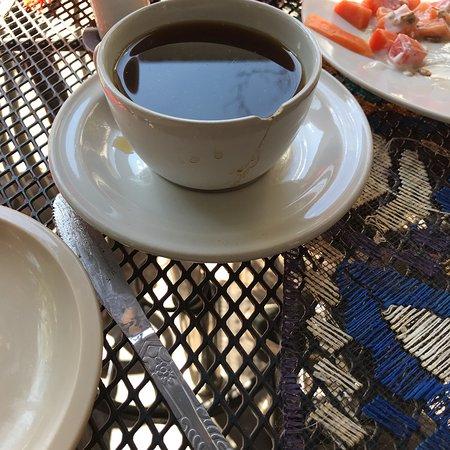 un caf normalement servi tasse fendue service d sagr able et plat non pr sent mais vomi dans. Black Bedroom Furniture Sets. Home Design Ideas