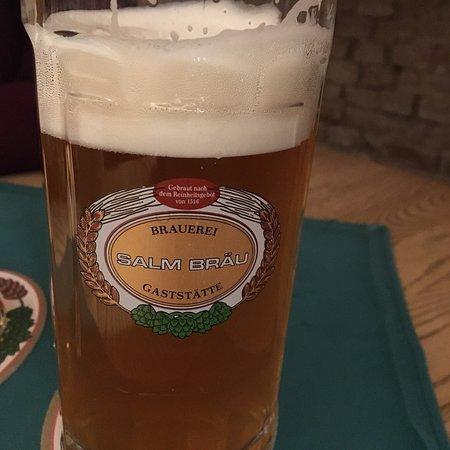 Selbst gebrautes Bier und gutes Abendessen