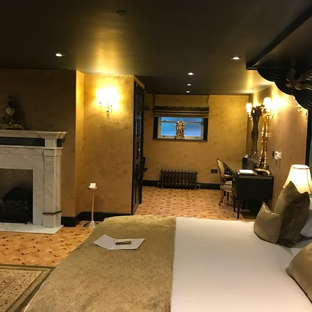 Crab Manor Hotel Rooms