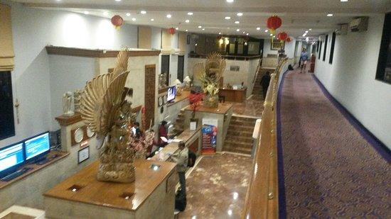 Jakarta Airport Hotel: The reception