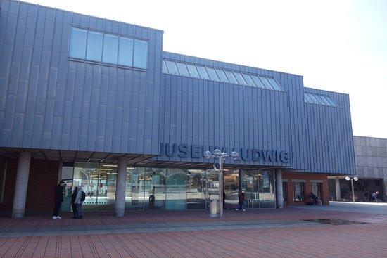 Museum Ludwig : facade