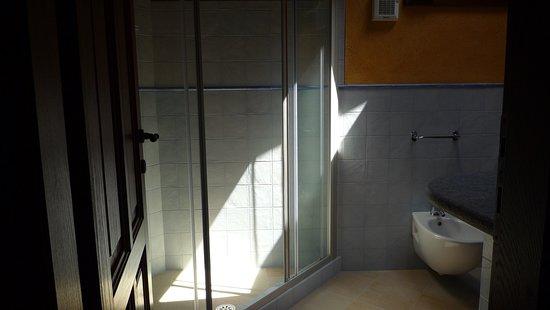 Magnano, Italia: Jia Xingta bathroom
