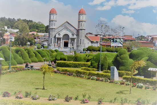 The church and the garden - Picture of Costa Rica\'s Senor ...