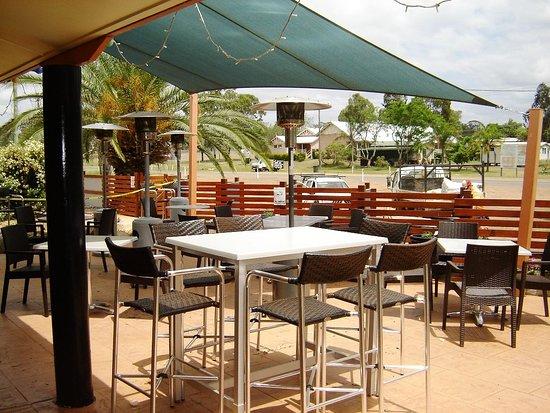 Mundubbera, Australia: Pleasant outdoor dining.