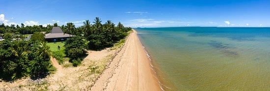 Kurrimine Beach, Australia: Did we mention we are right on the beach!