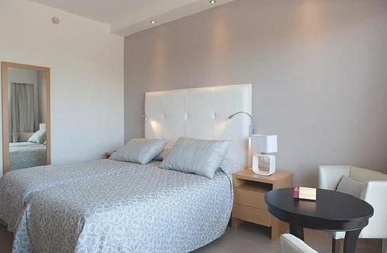 Asterias Beach Hotel: Guest room