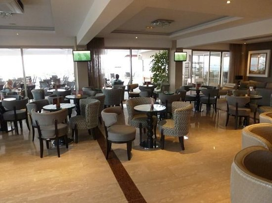 Asterias Beach Hotel: Bar/Lounge