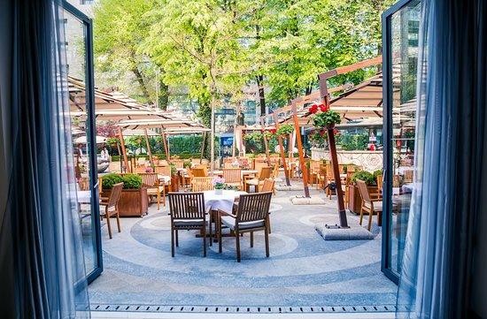 Athenee Palace Hilton Bucharest: Restaurant