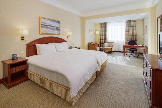 Athenee Palace Hilton Bucharest: Guest room