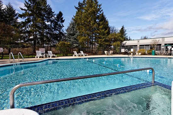 Holiday Inn Seattle - Issaquah: Pool