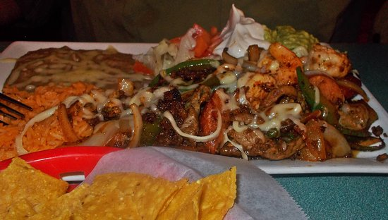 Kingstree, Caroline du Sud : Mickey's Lunch Special for $9.99 - Steak, chicken, shrimp, sausage, Mexican Sausage, Grilled Pep